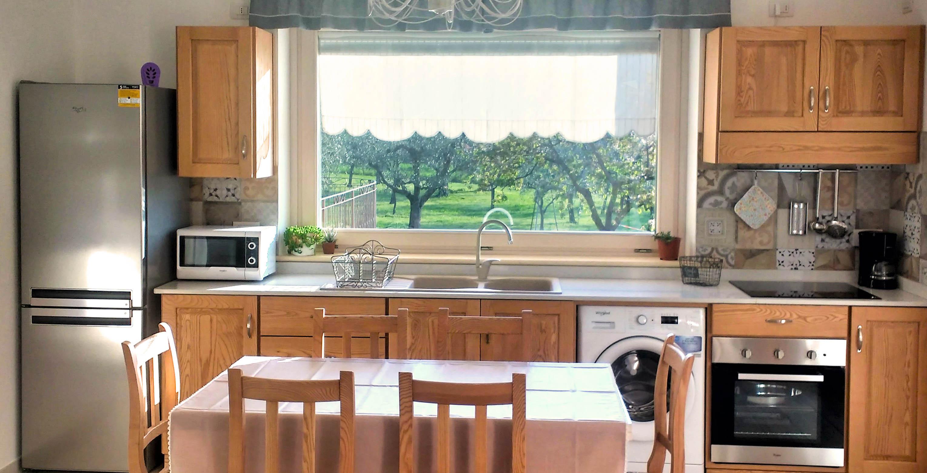 cucina-su-misura-in-legno-1