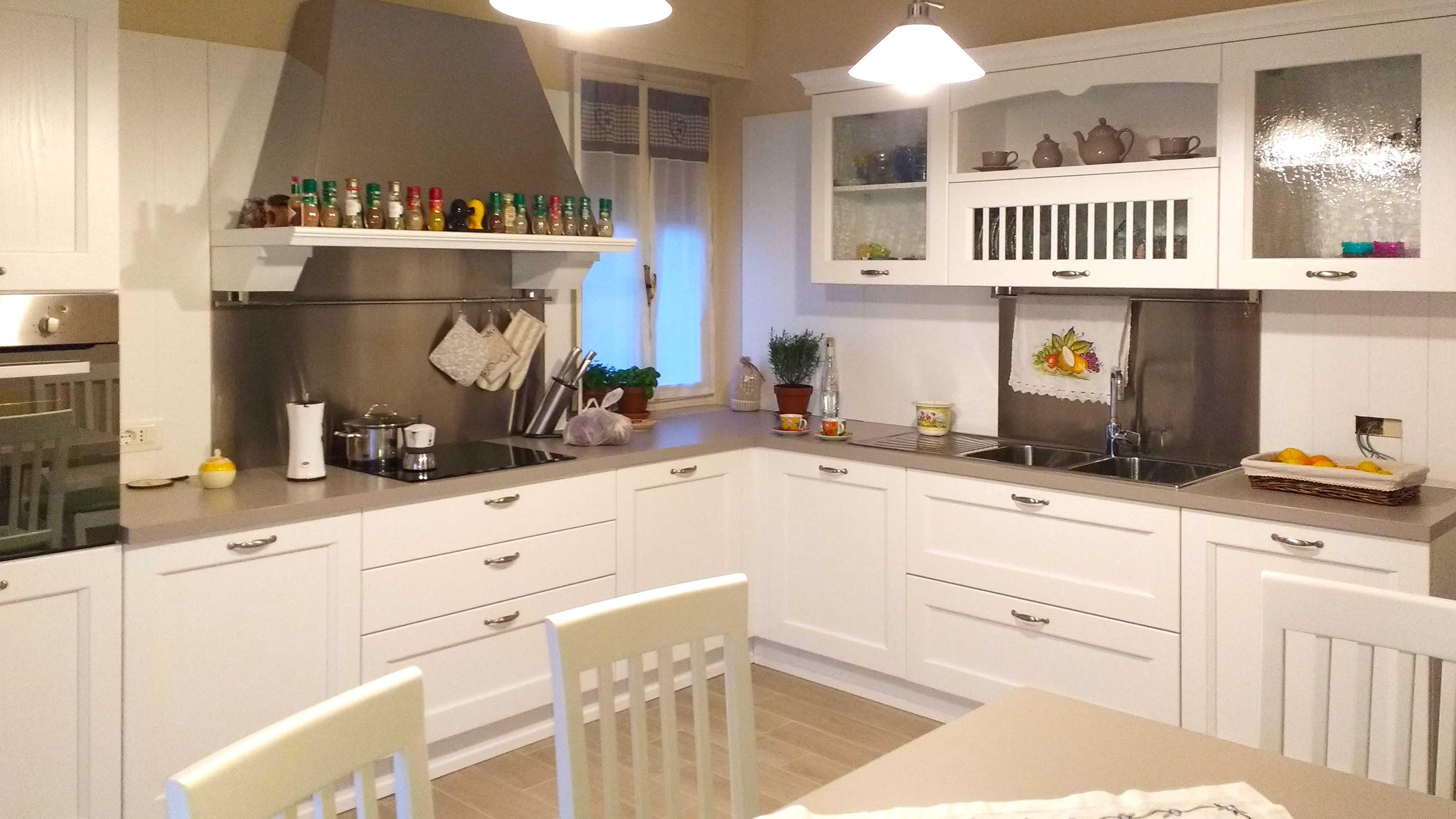 cucina-su-misura-in-legno-3